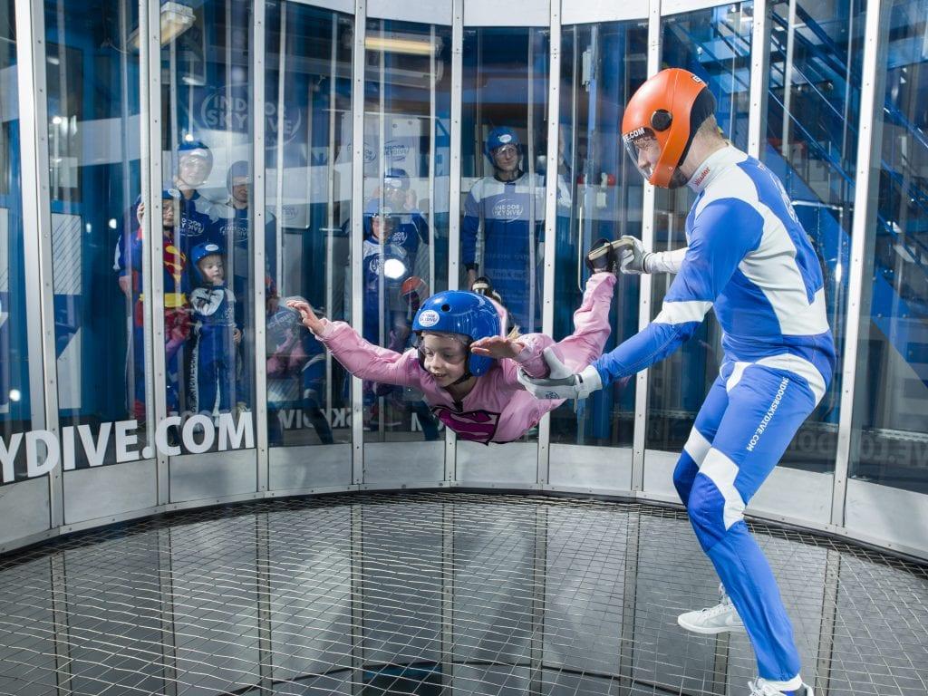 indoor skydiven met kinderen