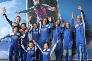 indoor skydiven met het gezin