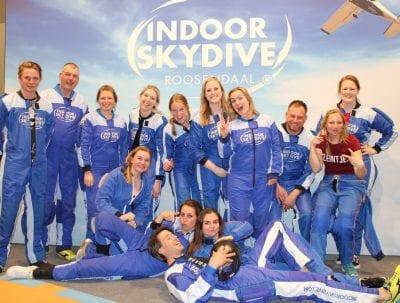 Het bewijs dat indoor skydiven met collega's geweldig is!